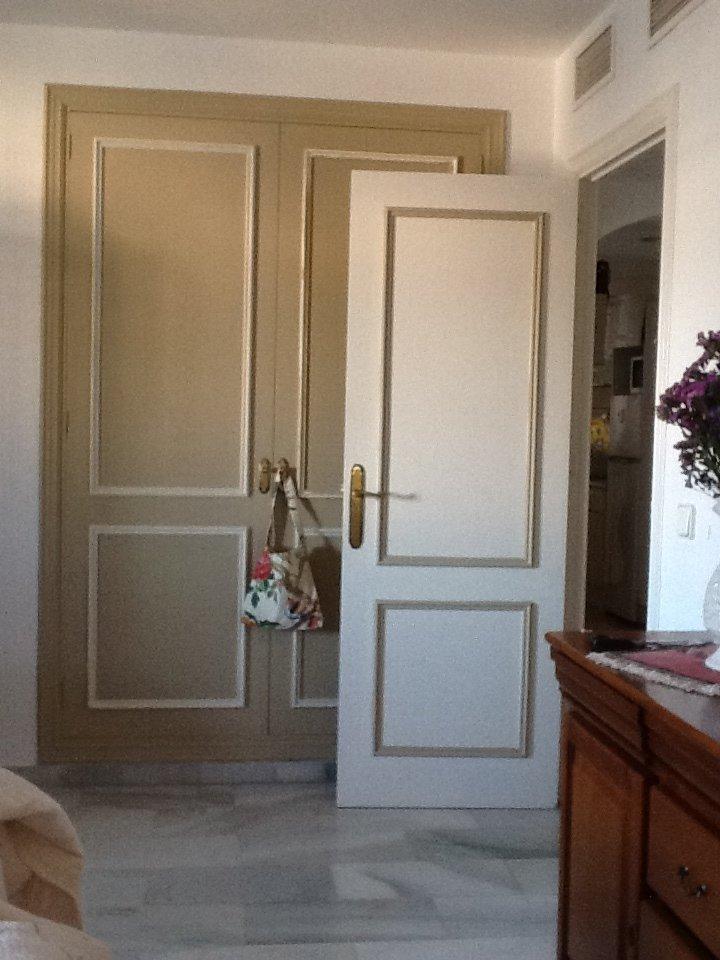 Fotos de muebles pintados con chalk paint tienda online for Pintar puertas de madera viejas