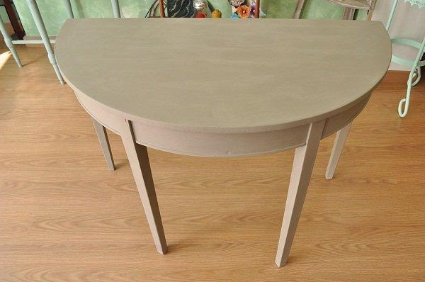 Mesa pintada con la chalk paint de autentico for Pintar un mueble de blanco