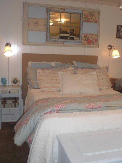 Reciclar muebles decorar con puertas o ventanas for Espejos con puertas viejas