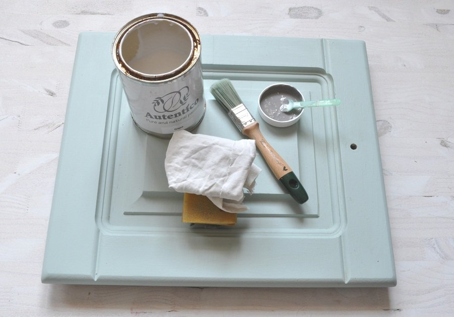 Pintar una cocina sin lijar con chalk paint versante for Pintar un mueble de blanco